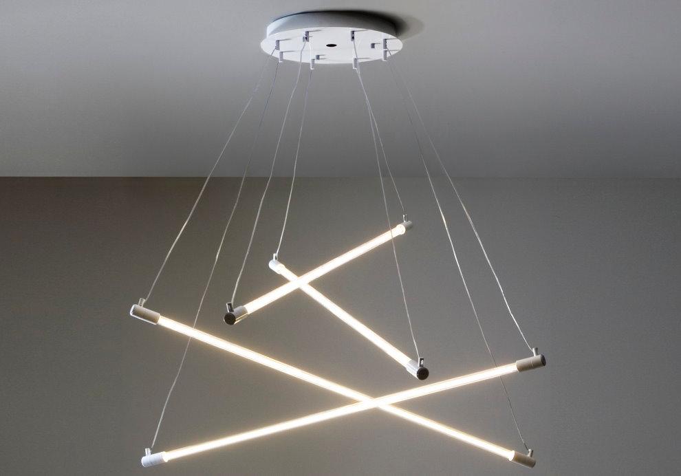 Люстра из люминесцентных ламп для гостиной в стиле лофт