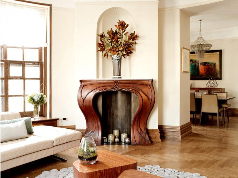 Деревянный фальш-камин в гостиной стиля модерн