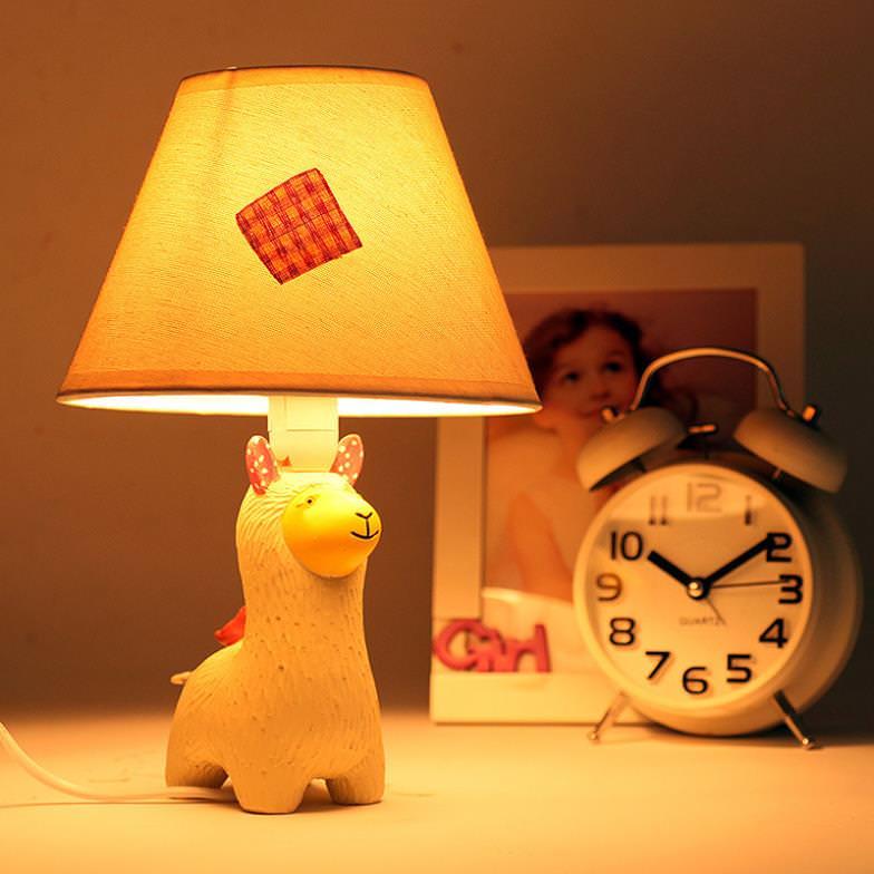 Ночник из настольной лампы в детской комнате