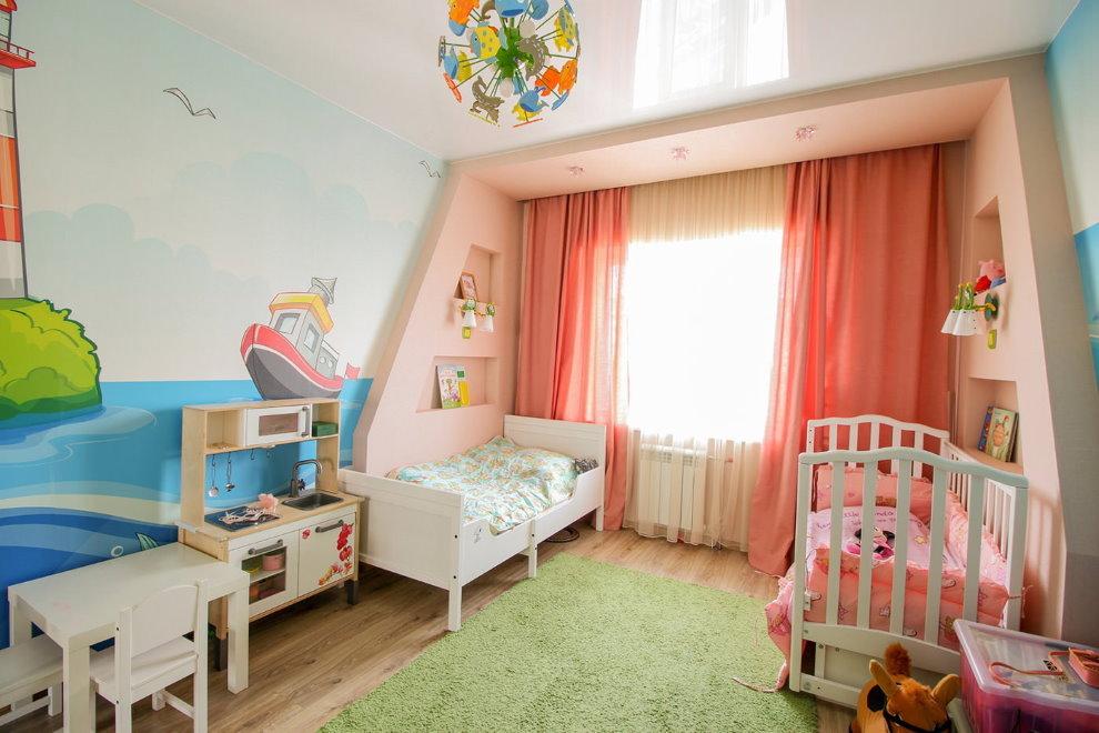 Натяжной потолок в комнате девочек разного возраста