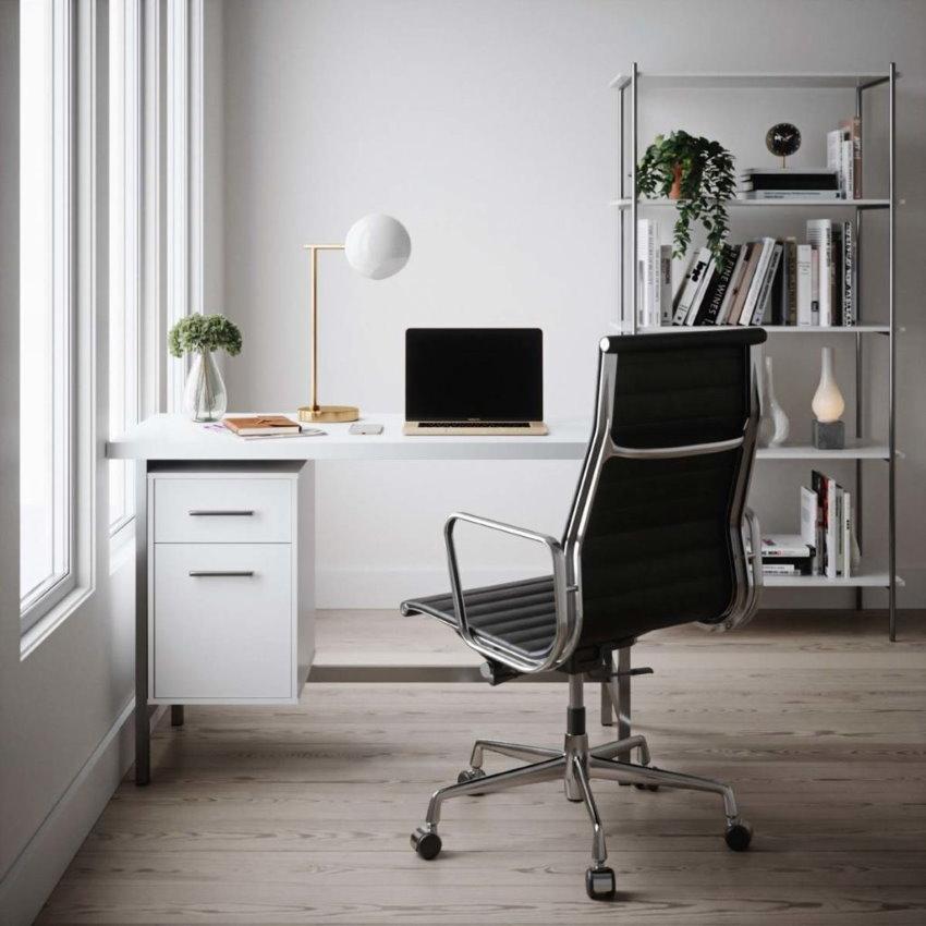 Металлический офисный стул в домашнем кабинете
