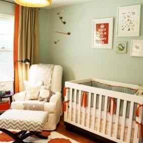 Подвесной светильник в комнате для новорожденного