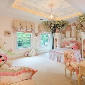 Декоративная подсветка натяжного потолка в комнате девочки