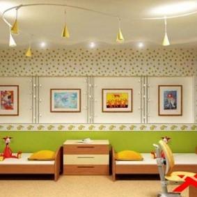 Декор картинами стены в детской
