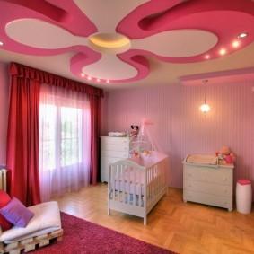 Двухуровневый потолок в форме цветка