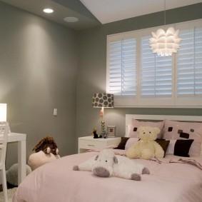 Интерьер детской комнаты в серо-розовых тонах