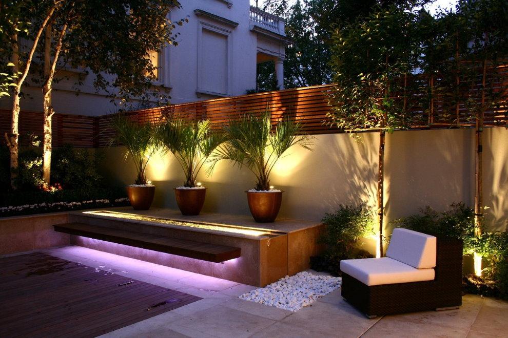 Освещение внутреннего дворика на участке 5 соток
