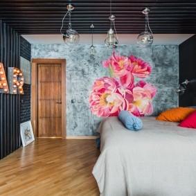 Серые рейки на стене и потолке спальни