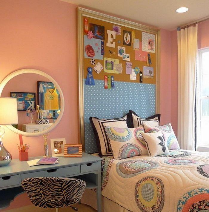 Панно на стене за детской кроватью