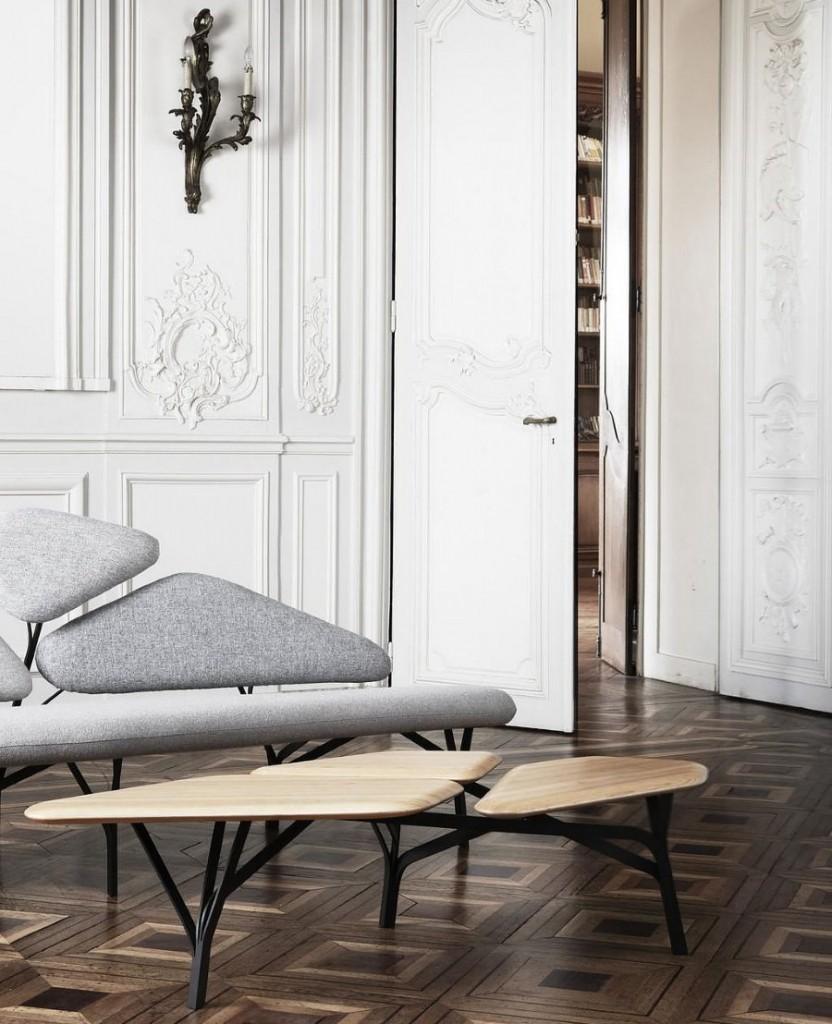 Современная мебель на деревянном паркете