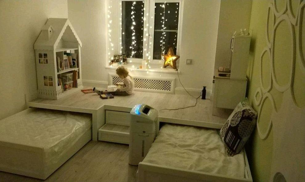 Выдвижные кровати в комнате детей дошкольного возраста