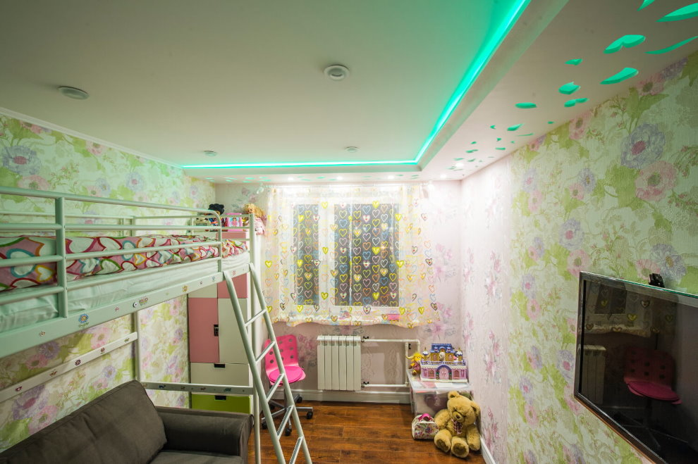 Цветная подсветка потолка в детской комнате