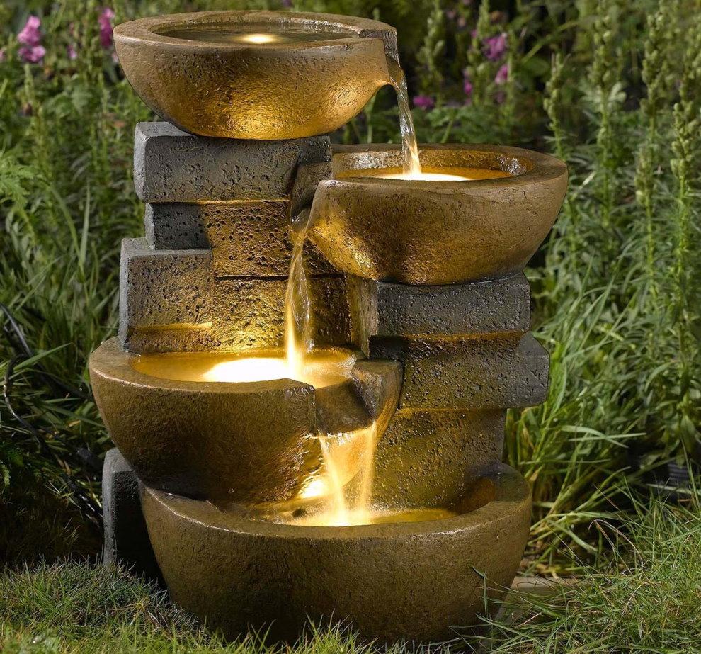 Светодиодная подсветка водопада на садовом участке