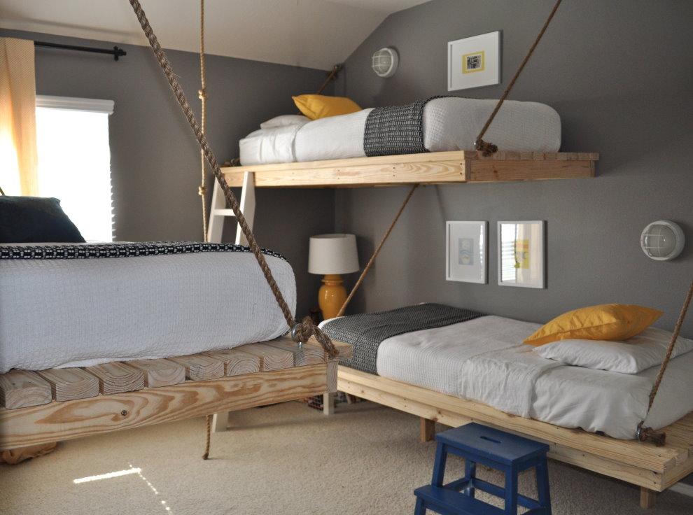 Детские кровати из деревянных досок