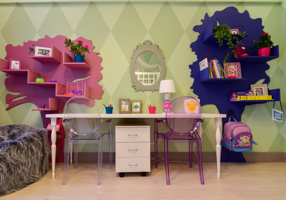 Красивые полочки в комнате разнополых детей