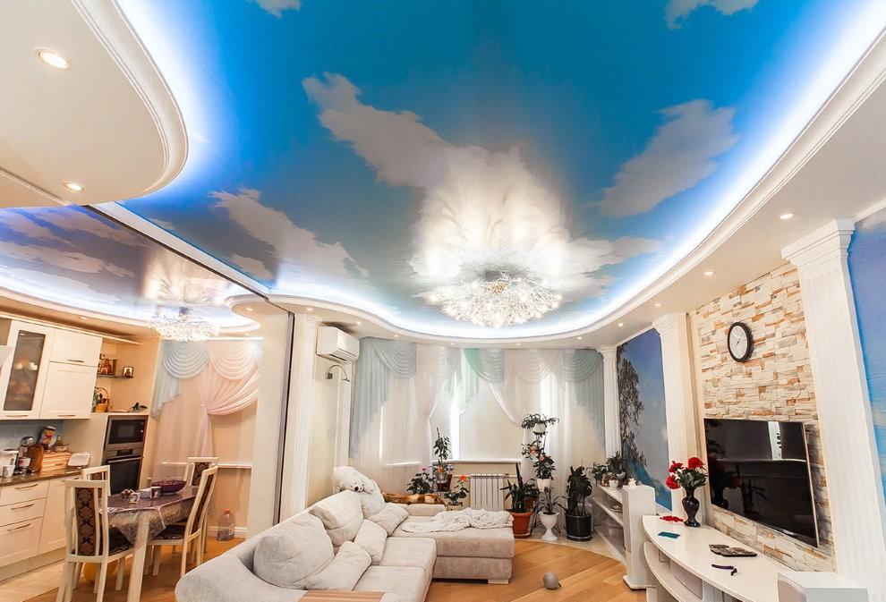Натяжной потолок с фотопечатью облаков на голубом фоне