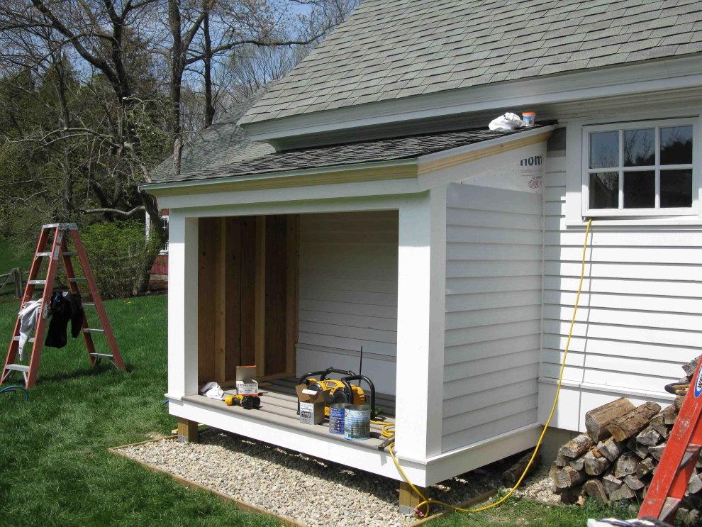 Пристройка к дому для хранения садового инвентаря