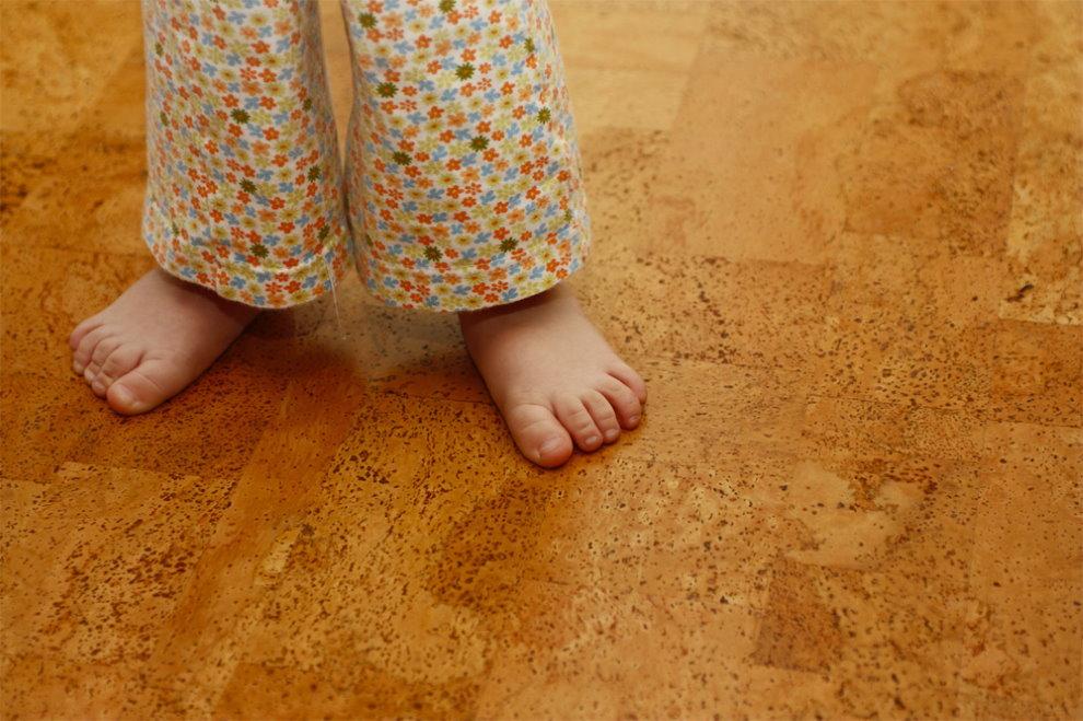 Пробковый пол в комнате маленького ребенка
