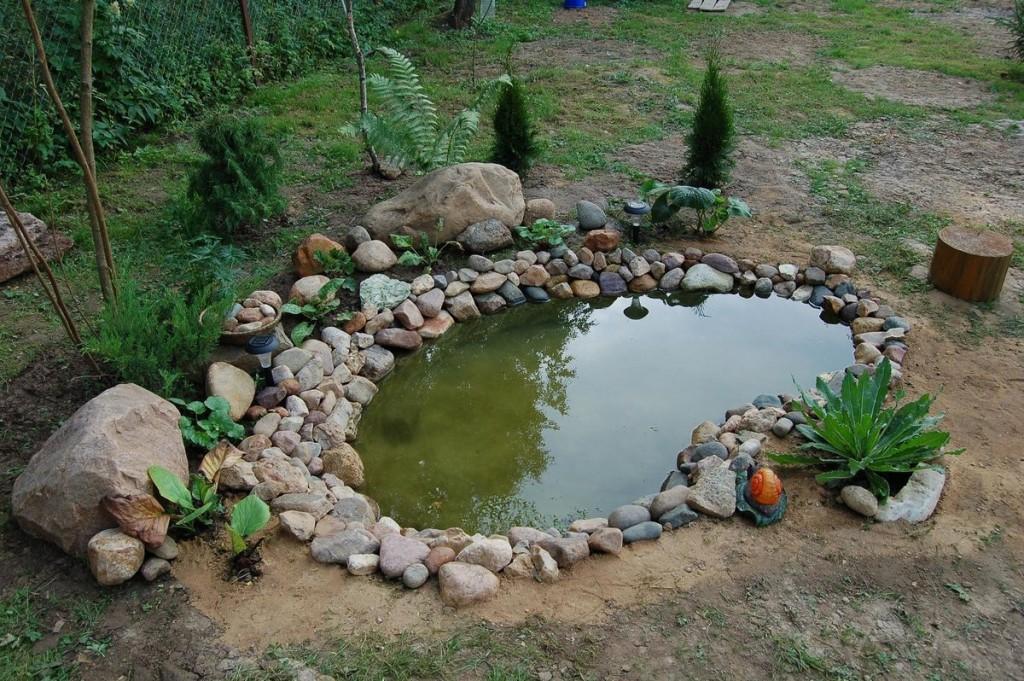 Каменная отсыпка берегов водоема
