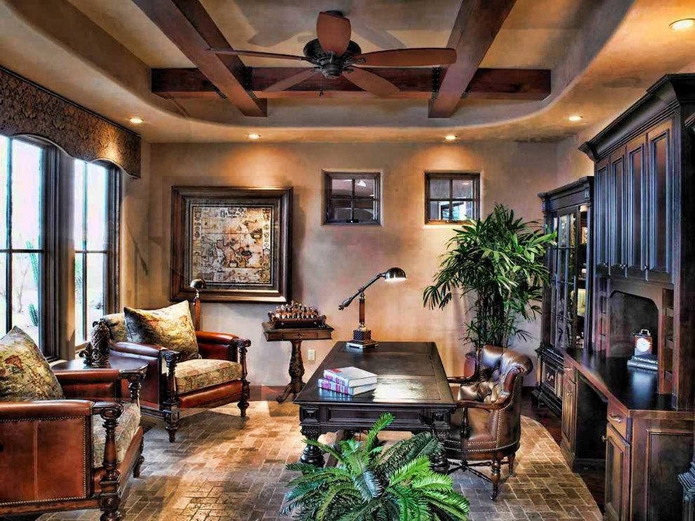 Деревянная мебель в кабинете загородного дома