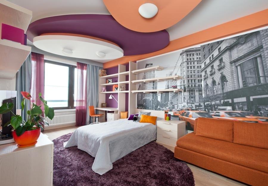 Разноцветный потолок в комнате подростка