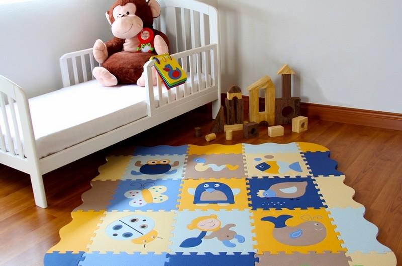 Яркие картинки на детском коврике