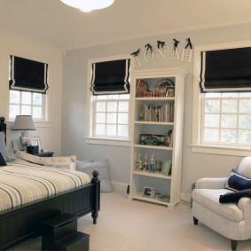 Черный шторы в комнате мальчика