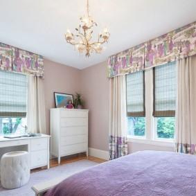 Интерьер детской комнаты с красивыми шторами