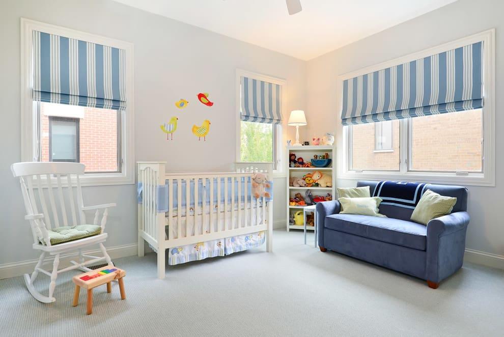 Синие полоски на римках в детской комнате