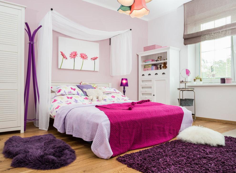 Серые римские шторы в комнате девочки