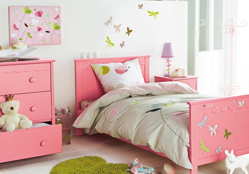 Розовая кроватка для девочки дошкольного возраста