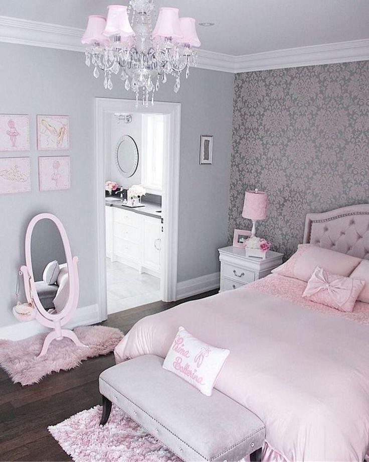 Светло-розовое постельное белье на детской кровати