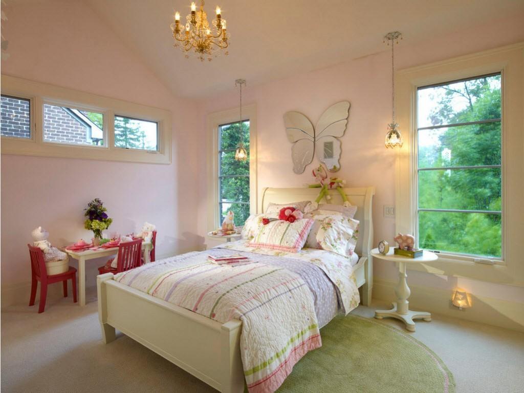 Светло-розовые стены в детской для девочки