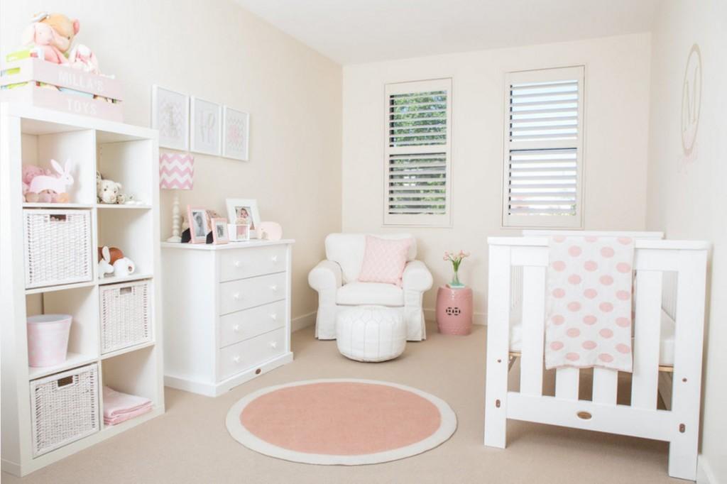Розово-белый коврик круглой формы