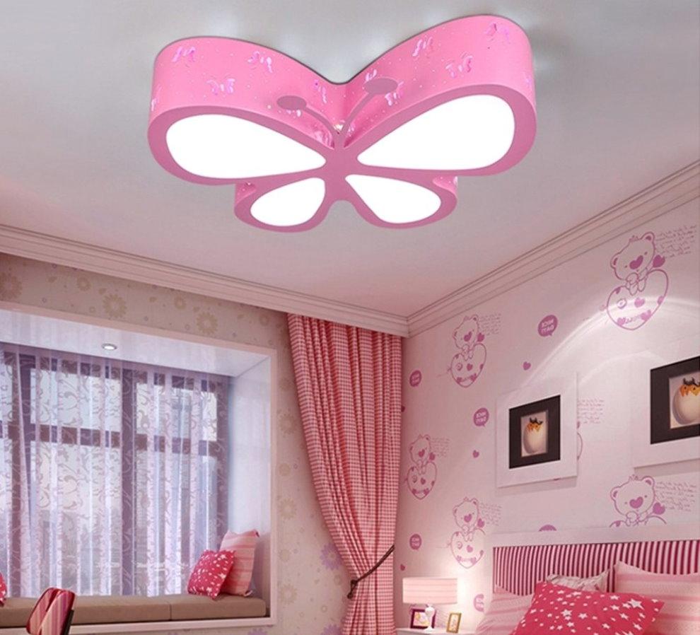 Потолочный светильник в виде розовой бабочки