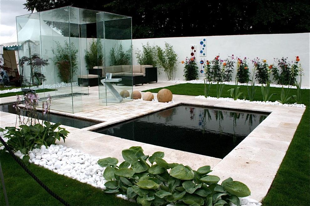 Садовый участок в стиле хай тек