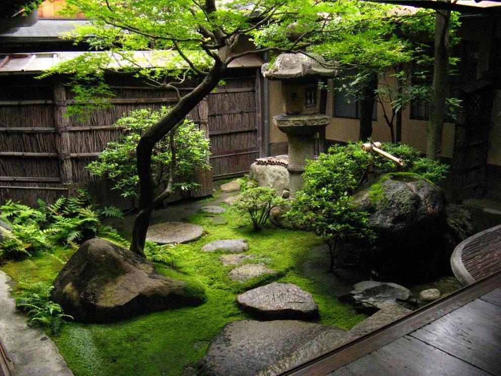 Небольшой сад в японском стиле