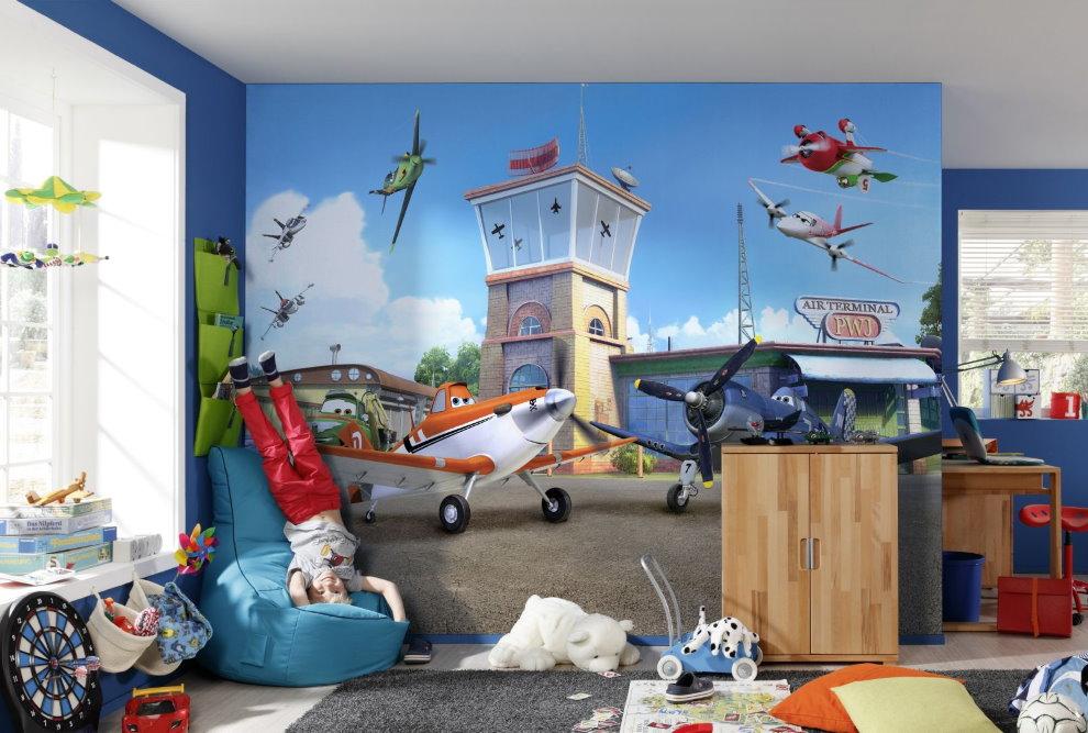 Сказочный самолет на фотообоях в детской для мальчика