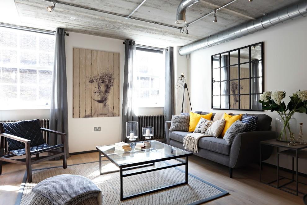 Серый диван в лофт гостиной