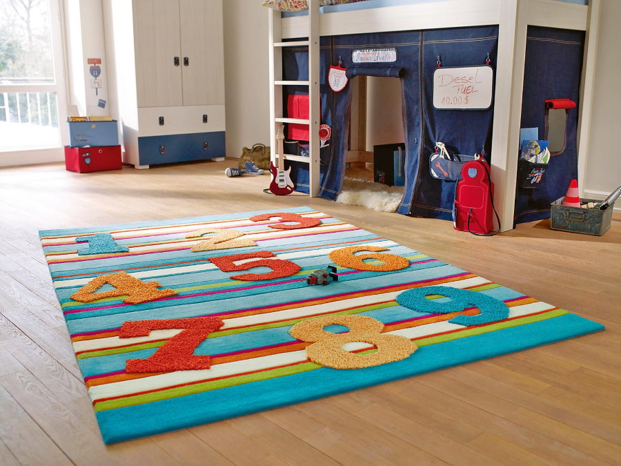 Яркий шерстяной ковер для детской комнаты