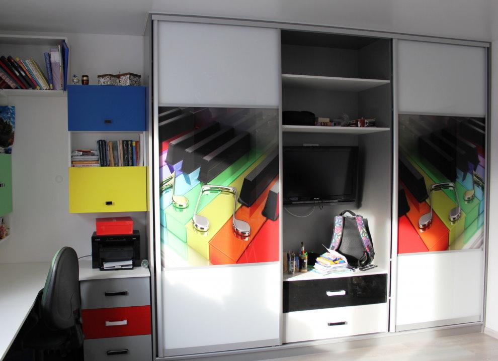Шкаф-купе с фотопечатью для подростка
