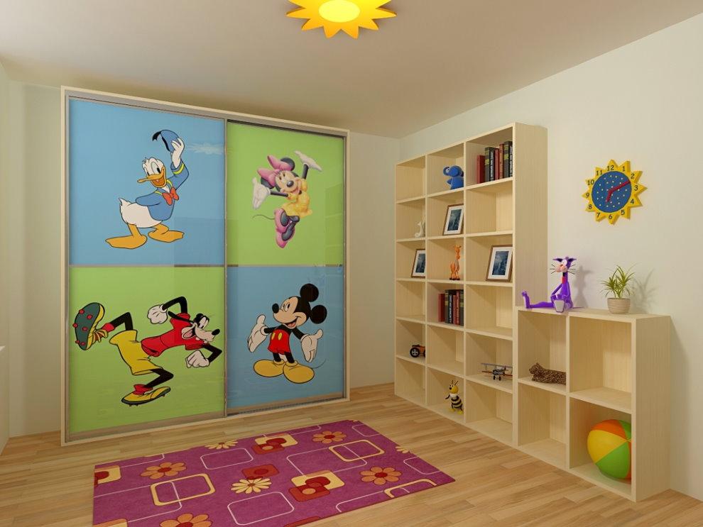 Детский шкаф-купе с яркими наклейками на дверцах