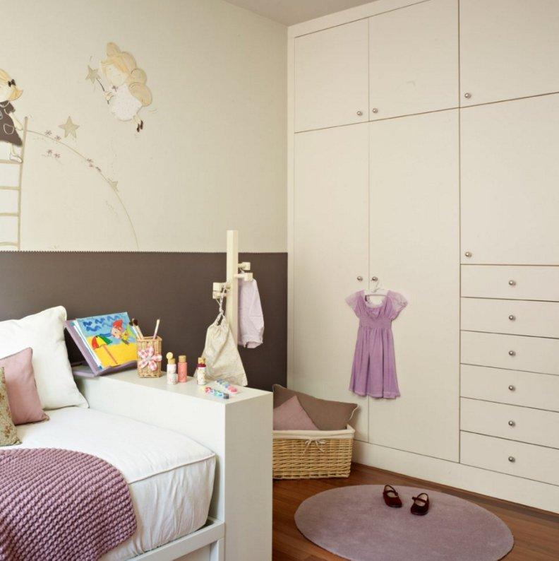 Шкаф под цвет стен в детской комнате