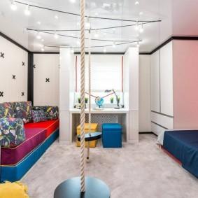 Веревочные качели в детской комнате