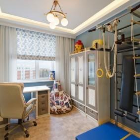 Интерьер детской комнаты с местом для спортивного уголка