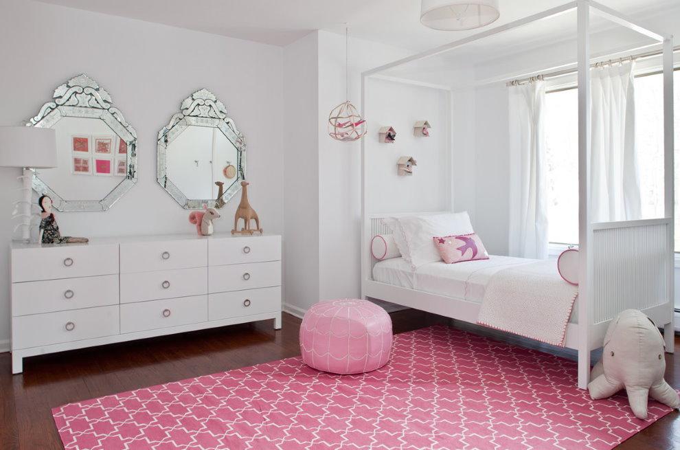 Белые шторы в детской стиля модерн