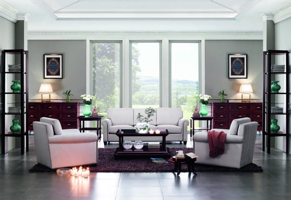 Симметричное расположение мебели в зале неоклассического стиля