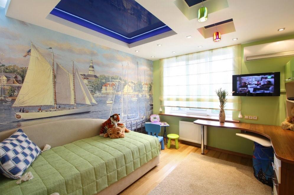 Синий прямоугольник на потолке в детской