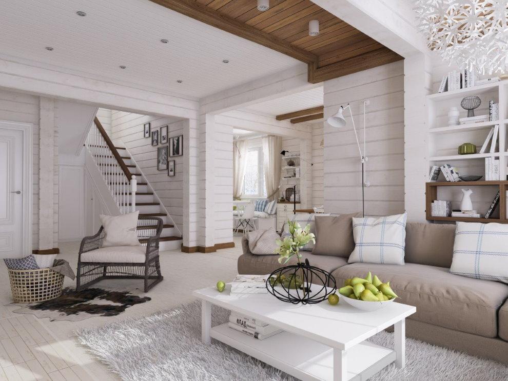 Белые стены дома из деревянного бруса