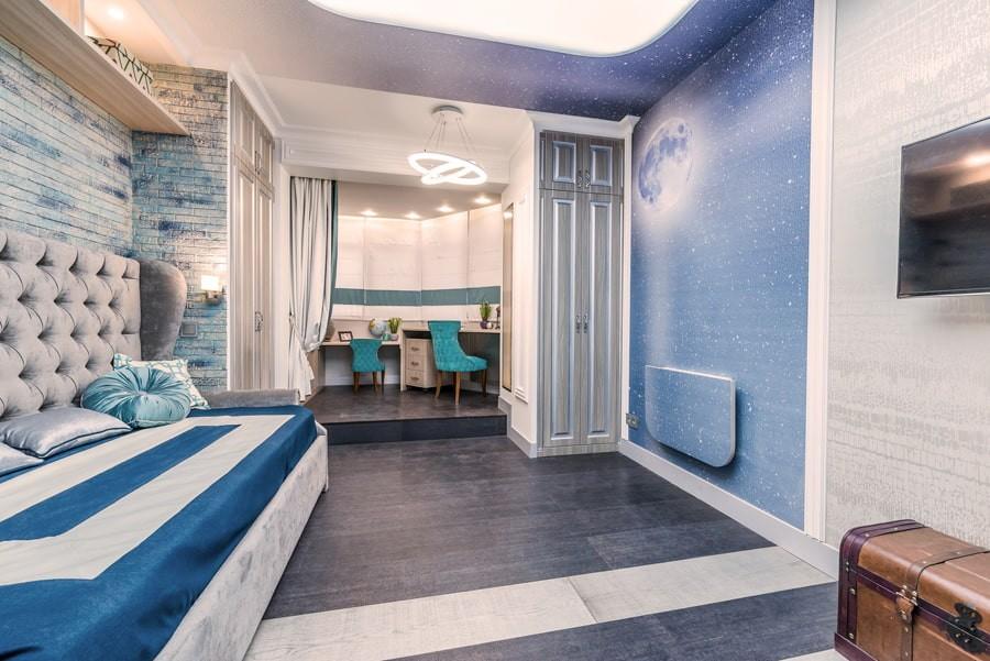 Классическая детская комната в синих тонах